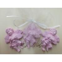 Ангелче в розово-подаръци за гости