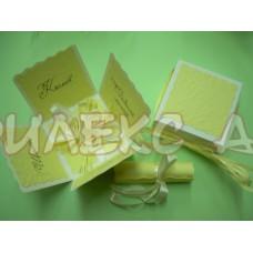 Картичка-кутийка в бледо жълто