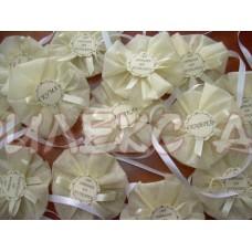 Гривни-бутониери за моминско парти в кремав цвят